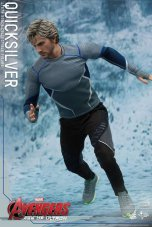 Hot Toys Quicksilver figure -on the run