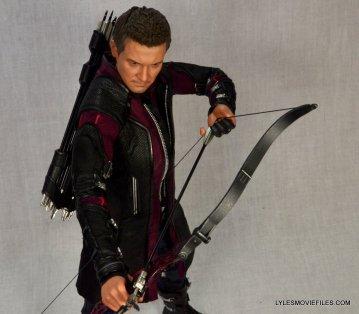 Hawkeye Hot Toys Avengers Age of Ultron - overhead aiming