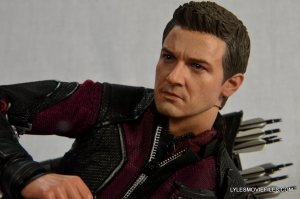 Hawkeye Hot Toys Avengers Age of Ultron - side closeup