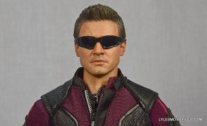 Hawkeye Hot Toys Avengers Age of Ultron - wearing sunglasses