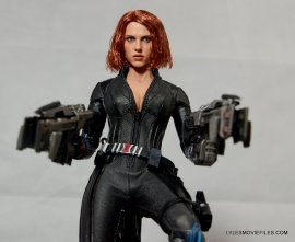 Hot Toys Avengers Age of Ultron Black Widow - aiming big guns