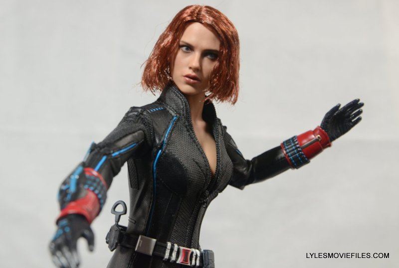 Hot Toys Avengers Age of Ultron Black Widow - costume detail