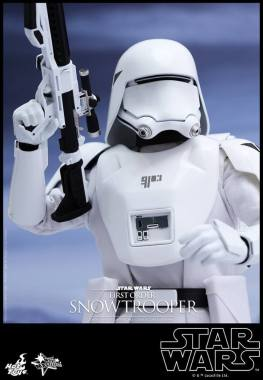 Hot Toys Star Wars Force Attacks - First Order Snowtrooper -raised gun
