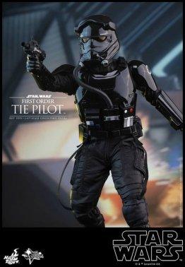 Hot Toys Star Wars Force Awakens Tie Pilot -aiming gun