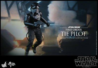 Hot Toys Star Wars Force Awakens Tie Pilot -running