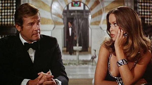 007 The-Spy-Who-Loved-Me-Roger Moore and Barbara Bach