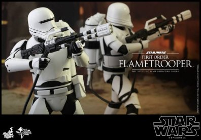 Hot Toys Star Wars Force Awakens First Order Flametrooper -aiming up