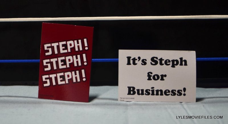 Mattel WWE Elite 37 Stephanie McMahon -fan signs