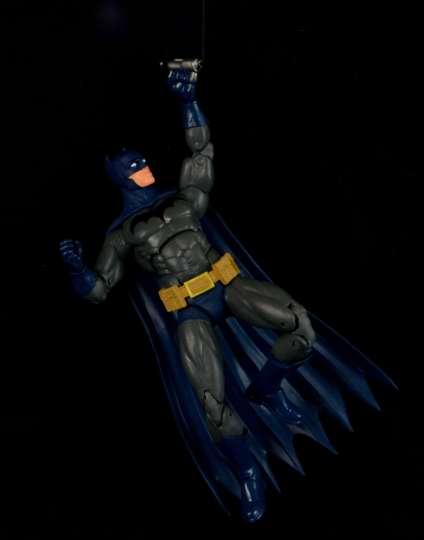 batman-icons-action-figure-last-rites-dcc-on rappel