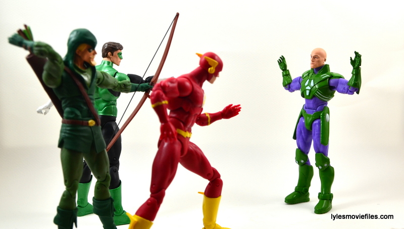 DC Collectibles Icons Lex Luthor review -surrendering to Green Arrow, Green Lantern and The Flash