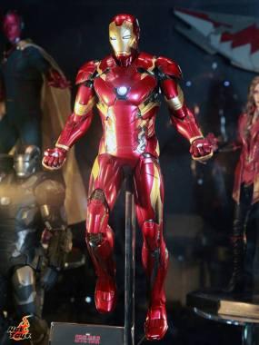 Captain America Civil War Iron Man figure Hot Toys