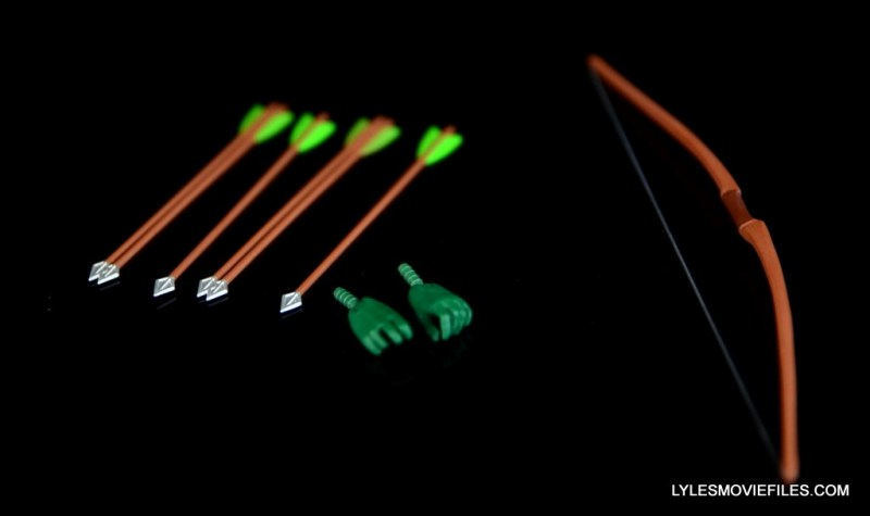 dc-icons-green-arrow-longbow-hunters-figure-review-accessories