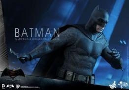 hot-toys-batman-v-superman-batman-batarang
