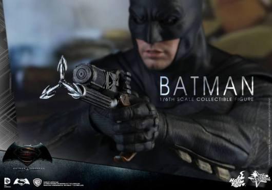 hot-toys-batman-v-superman-batman-grapple-gun-closeup