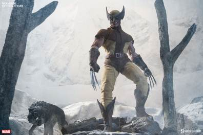 marvel-wolverine-sixth-scale-100176-02