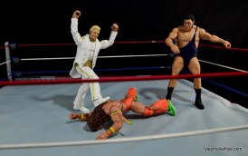 Mattel WWE Heenan Family set action figures review -Bobby kicking Ultimate Warrior