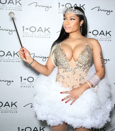 nicki-minaj-halloween fairy 2015 with wand