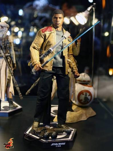 Star Wars Force Awakens Finn figure2 Hot Toys