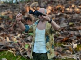 the-walking-dead-dale-holding-binoculars