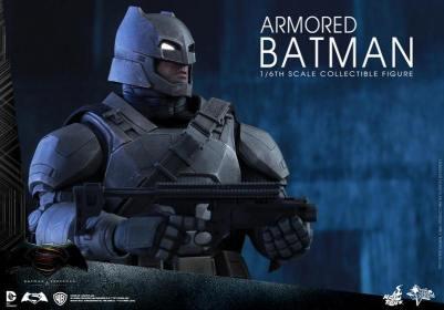 Hot Toys Batman v Superman Armored Batman -aiming gun