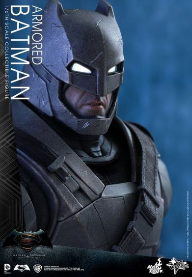 Hot Toys Batman v Superman Armored Batman -face close up
