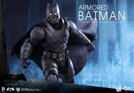 Hot Toys Batman v Superman Armored Batman -ready for action