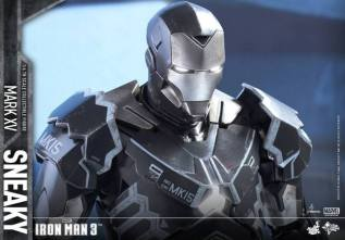 Hot Toys Iron Man Sneaky armor -close up