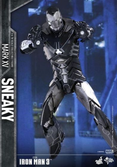 Hot Toys Iron Man Sneaky armor -taking aim