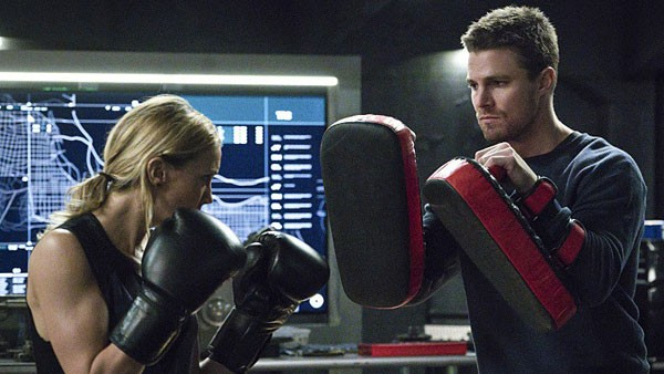 arrow awol review -laurel and oliver