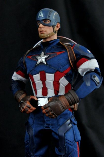 hot-toys-captain-america-age-of-ultron-figure-hero-pose-side