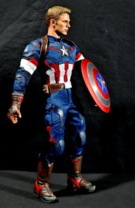 hot-toys-captain-america-age-of-ultron-figure-right-side-holding-shield