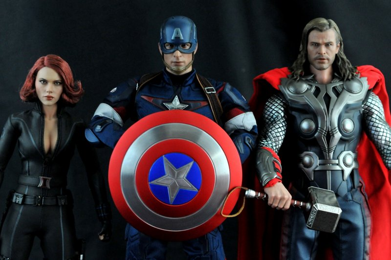 hot-toys-captain-america-age-of-ultron-figure-with-black-widow-and-thor