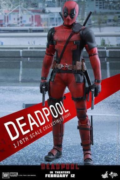 Hot Toys Deadpool figure - guns ready