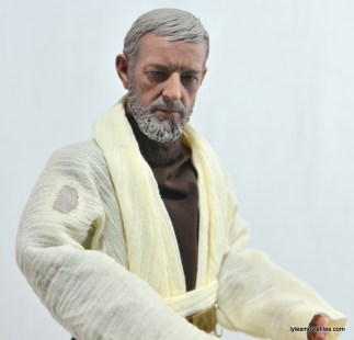 Hot Toys Obi-Wan Kenobi figure review -tunic burn detail