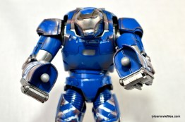 Iron Man 3 Igor Comicave Studios figure review - hand plug