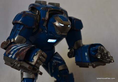 Iron Man 3 Igor Comicave Studios figure review - light-up features
