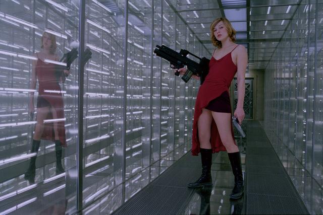 milla-jovovich-standing-in-resident-evil