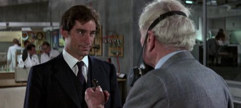 the-living-daylights-bond-with-q