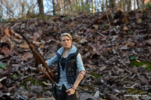 The Walking Dead Andrea figure review - rifle holding