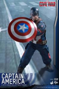 Hot Toys Captain America Civil War Captain America figure -about to sling shield