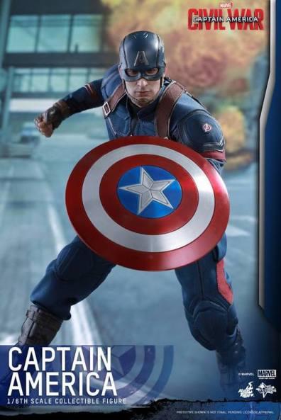 Hot Toys Captain America Civil War Captain America figure - battle ready