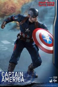 Hot Toys Captain America Civil War Captain America figure -crouching