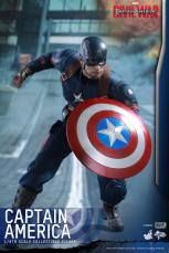 Hot Toys Captain America Civil War Captain America figure -forward crouch