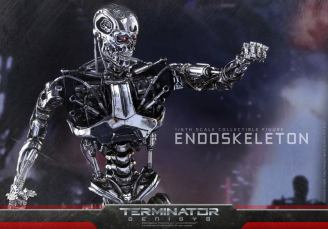 Hot Toys Terminator Genisys endoskeleton -arm outstretched