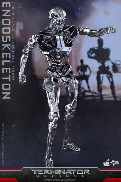 Hot Toys Terminator Genisys endoskeleton -moving forward