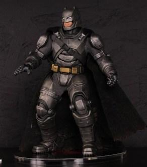 Mezco Toys pre-Toy Fair - Batman v Superman - Armored Batman