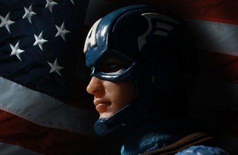 Captain America Mezco Toys 1-12 figure - by the flag
