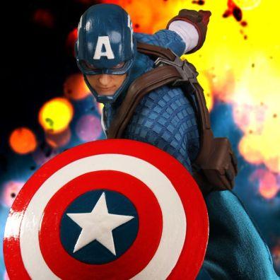 Captain America Mezco Toys 1-12 figure - shield forward