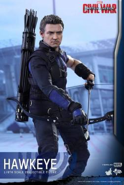 Hot Toys Captain America Civil War Hawkeye figure -ready to aim
