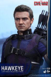 Hot Toys Captain America Civil War Hawkeye figure -tight shot